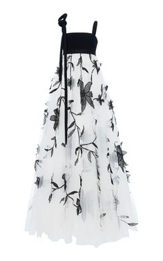 Floral Embroidered Tulle Gown by Oscar de la Renta White Evening Gowns, White Ball Gowns, Evening Dresses, Simple Dresses, Pretty Dresses, Floral Dresses, Beautiful Dresses, White Tulle Dress, Dress Outfits