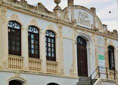 En el castillo se encuentra también la preciosa Plaza de Abastos, done los martes y viernes se celebra el mercado.