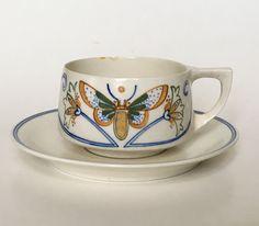 Arnhemsche Fayencefabriek coffee cup design Klaas Vet circa 1910. Dutch Nieuwe Kunst.