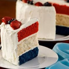 Fourth of July Dessert Ideas - Patriotic Cake. colored vanilla cake or vanilla or light colored cake as middle and red and blue velvet with cream cheese frosting. so many options Patriotic Desserts, 4th Of July Desserts, Köstliche Desserts, Delicious Desserts, Dessert Recipes, Patriotic Party, Memorial Day Desserts, Patriotic Cake Recipe, 4th July Party