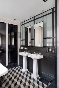 Verrière, miroirs suspendus et habillages de douche sur mesure