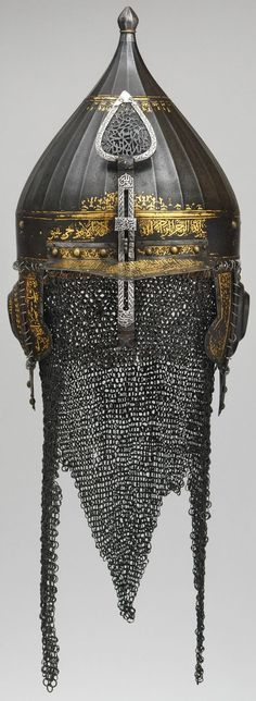 Ottoman chichak type helmet, century, steel, gold, silver forged from watered steel and decorated in gold with arabesques and Koranic inscriptions. Helmet Armor, Arm Armor, Ancient Armor, Medieval Armor, Islamic World, Islamic Art, Brust Tattoo, Empire Ottoman, Armadura Medieval