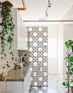Além de promover a ventilação, o cobogó é uma forma linda de delimitar ambientes