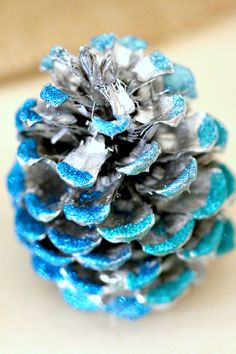 DIY Glitter Pinecones, Perfect to personalize your Fall decor with colors that match your home! Plus fun fall crafting, thanksgiving