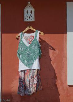 Acessórios feitas à mão. Artesanato. Crochet Bra, Crochet Clothes, Free Crochet, Opus, Crochet Projects, Shawl, Free Pattern, Two Piece Skirt Set, Tank Tops