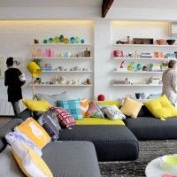 20 Inspiring Ideas: Colorful Living Room Decoration with Upholstered Couches | DesignRulz