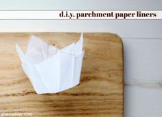 It is (WAY) easier than you think to make your own parchment paper liners! Cupcake Liners, Cupcake Wrappers, Guinness Cupcakes, Chocolate Chip Recipes, Chocolate Chips, Baking Party, Tiramisu Cake, Paper Cupcake, No Cook Desserts