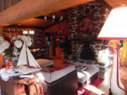 magnifique maison bord de lac 'région de St- Sauveur ,amoureux de la nature ,lac pour la peche et la baignade sans bateau moteur ,piste de ski de fond et raquette accessible a partir de la maison , a 10 min de deux centres de ski alpin et de deux spa bain nordique .a proximité de tout les services épiceries ,restaurants,boutiques hôpital etc …maison entourer de montagne coucher de soleil ,grande terrasse peut coucher 6 pers , aire ouverte immense foyer au bois toute équiper et très…