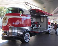 OK, so it's not a car, but it certainly is a classic, a 1939 General Motors Parade of Progress Futurliner, which has just been restored by Kindig-it Design of Salt Lake City. Custom Trucks, Custom Cars, Classic Trucks, Classic Cars, Art Deco Car, Vanz, Unique Cars, Gmc Trucks, Vintage Trucks