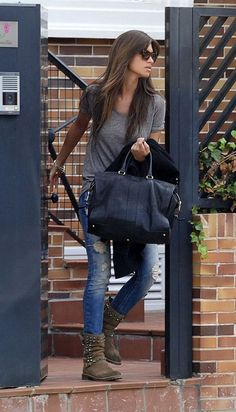 Sara Carbonero, la reina del estilo # grey T, jeans and rocking boots