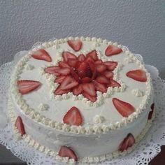 Imagen relacionada Cake Decorated With Fruit, Brithday Cake, Fruit Wedding Cake, Cake Recipes, Dessert Recipes, Chocolate Dipped Strawberries, Easy Cake Decorating, Bakery Design, Food Decoration
