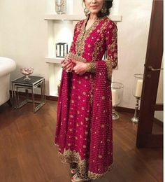 Haute spot for Indian Outfits. Shadi Dresses, Pakistani Formal Dresses, Pakistani Wedding Outfits, Nikkah Dress, Pakistani Wedding Dresses, Pakistani Dress Design, Bridal Outfits, Indian Dresses, Indian Outfits