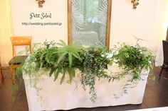森の結婚式 メインテーブル Floral Wedding, Wedding Flowers, Sweetheart Table, Table Flowers, Flower Designs, Wedding Decorations, Table Settings, Rustic, Bridal