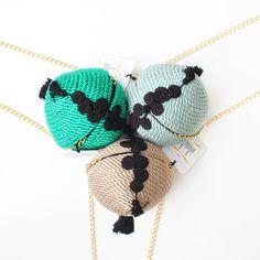 ● Bolso de fiesta hecho en cordón de seda | Modelo Bombón en menta, nude y turquesa | Diseños OLVIDO MADRID | www.olvidomadrid.es