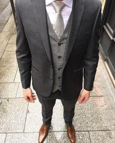 Blandin   Delloye vous présente aujourd hui cet élégant costume dépareillé    le choix des tissages, des couleurs et des motifs sont très important pour  ... e0014739e086