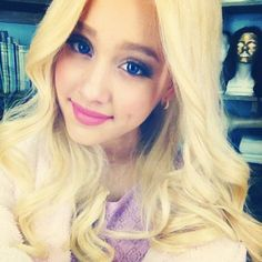 Ariana Grande. blonde. she so beautifulllll