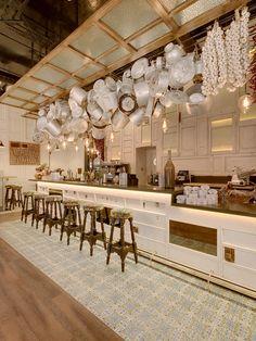 Outstanding interior design of Ibérica London! Restaurant Interior Design Contract Furniture Restaurant design ideas #restaurantinteriordesign #moderndiningchairs #restaurantdecoration Read more: https://www.brabbu.com/en/projects