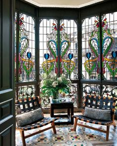 Art Deco and Art Nouveau! — stainedglassforever: A gorgeous Art Nouveau. Leaded Glass, Stained Glass Art, Stained Glass Windows, Window Glass, Arte Art Deco, Interior Exterior, Diy Interior, Design Case, Windows And Doors