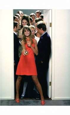 """""""The first thing about a holiday bash is don't be bashful"""", Jean Shrimpton, White Horse Liquor, photo by William Helburn, 1967 Model Ulla Bomser (blonde) stands directly behind Jean. Sixties Fashion, Retro Fashion, Vintage Fashion, Lauren Hutton, Carolina Herrera, Vogue, Vintage Dresses, Vintage Outfits, Moda Retro"""