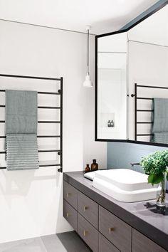 Cor e contraste na decoração. Veja mais: http://www.casadevalentina.com.br/blog/materia/cor-e-contraste.html  #decor #Decoracao #home #contraste #color #cor #casa #interior #design #details #detalhes #bathroom #banheiro #casadevalentina