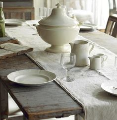 Ironstone on a linen cloth on a rustic table - what could be more perfect than that? Cocinas Kitchen, Rustic Table, Farmhouse Table, Country Farmhouse, Country Kitchen, White Porcelain, Kitchen Dining, Dining Table, Fine Dining