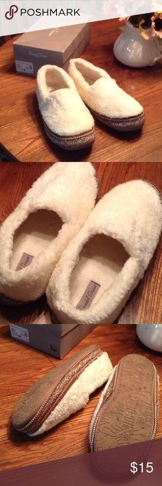 a40b92adc94f Shop Women s Daniel Green Cream size XL Slippers at a discounted price at  Poshmark. Clean with lots of wear left! Nice and cozy!