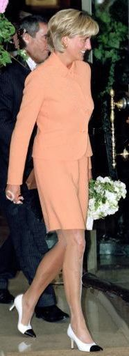 May 28, 1997: Diana, Princess of Wales leaves the Four Seasons Hotel in London today where she attended a luncheon in aid of the Royal Marsden Hospital.