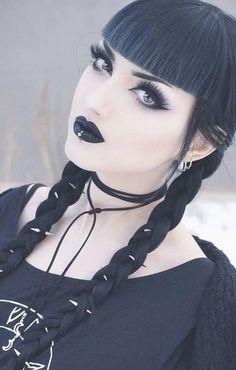 ((FC Obsidian Kerttu)) Hi I'm Lea Lovel i'm 18 i'm goth i tend to be alone because most people are too happy