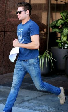 07255080a81 Street style by Zac Efron  fashion  style  menswear Fashion Moda