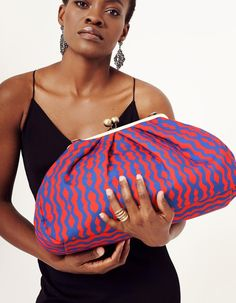 Anni Teriani is a modern Emirates brand of designer handbags and scarves with the bright color decisions and daring design of the products. Mint Bag, Jewelry Quotes, Thing 1, Knitted Bags, Cotton Bag, All About Fashion, Girl Boss, Pattern Fashion, Arm Warmers