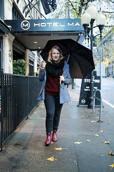 Hotel Max in Seattle is the best downtown Seattle hotel for art and budget! Wearing red rainboots for the rainy city.