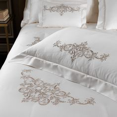 Martina Vidal realizes custom and luxury linen: bespoke collection for the home or hotels. Linen Bedroom, Linen Bedding, Bedding Sets, Home Room Design, Master Bedroom Design, Sheet Curtains, Royal Room, Designer Bed Sheets, Bed Scarf