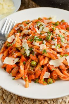 Slimming Eats One Pot Speed Pasta - dairy free, Vegetarian, Slimming World and Weight Watchers friendly Diet Dinner Recipes, Pasta Recipes, Mexican Food Recipes, Diet Recipes, Bread Recipes, Healthy Appetizers, Healthy Foods To Eat, Slimming World Free Foods, Slimming Eats
