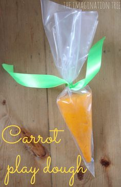 Make an alternative, sugar-free Easter gift for kids with this gorgeous carrot shaped play dough!