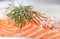 How to cure salmon (gravlax) Far easier than you'd ever think, all you need is super-fresh fish, salt, pepper, spices and a fridge Clean Recipes, My Recipes, Favorite Recipes, Gravlax Recipe, The Cure, Drinking Around The World, Scandinavian Food, Anti Inflammatory Diet, Food N