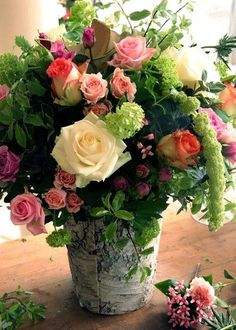 Gorgeous vase of roses...