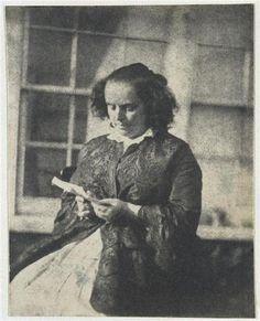 Madame Victor Hugo lisant, devant la serre de Marine Terrace
