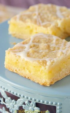 Pineapple Bars Happy Happy Wednesday y'all! You guys know it's been a super crazy week so far when I just completely forgot to post these amazing Pineapple Bars yesterday. Like, just completely forgot, I mean, I do wake up at the absolute crack of dawn Hawaiian Desserts, Pineapple Dessert Recipes, Recipes With Crushed Pineapple, Chocolates, Xenoblade X, Just Desserts, Delicious Desserts, Easter Desserts, Best Nutrition Food