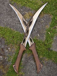Tauriel s Daggers from The Hobbit reproduction by Coregeek how to find a job after college Tauriel, Legolas, Swords And Daggers, Knives And Swords, Katana, Arte Ninja, Cool Knives, Pretty Knives, Fantasy Weapons