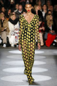 Christian Siriano New York - Collections Fall Winter - Shows - Vogue. Christian Siriano, New York Fashion, High Fashion, Fashion Show, Runway Fashion, Women's Fashion, Fall Fashion 2016, Autumn Fashion, Christian Clothing