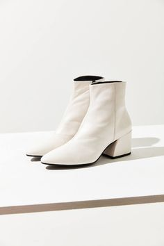 Shop Vagabond Shoemakers Olivia Leather Boot at Urban Outfitters today. We carry all the latest styles, colors and brands for you to choose from right here. White Leather Boots, White Ankle Boots, Knee High Boots, Over The Knee Boots, High Heels, Black Boots, Fashion Week, High Fashion, Cheap Fashion