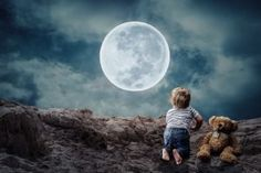 Image of a little boy looking at the moon symbolic of inner child work Cute Good Morning, Good Night Gif, Good Night Wishes, Good Night Quotes, Teddy Bear Images, Teddy Pictures, Bear Pictures, Moon Pictures, Pictures Images