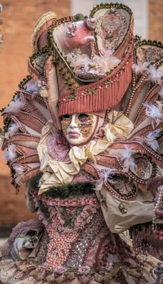 Costume Carnaval, Carnival Costumes, Venetian Masquerade, Masquerade Ball, Venice Carnivale, Antique Perfume Bottles, Fractal Art, Pencil Portrait, Picture Photo