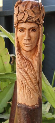 Risultato immagine per Walking Stick Carving Ideas Hand Carved Walking Sticks, Wooden Walking Canes, Wooden Walking Sticks, Walking Sticks And Canes, Tree Carving, Wood Carving Art, Wood Art, Wood Carvings, Chainsaw Carvings