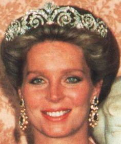 Tiara Mania: Diamond Scroll Tiara worn by Queen Noor of Jordan