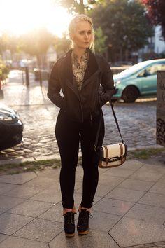 herbst-outfit-mit-vestino-lederjacke-schwarz