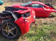Ferrari 458 Italia Terbelah Menjadi 2 Karena Kecelakaan #BosMobil