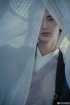Welche Art von traditioneller chinesischer Kleidung haben Sie gesehen? - Weiß es fast Cosplay Boy, L5r, Chinese Man, Aesthetic People, Hanfu, Handsome Boys, Traditional Dresses, Pretty People, Character Inspiration