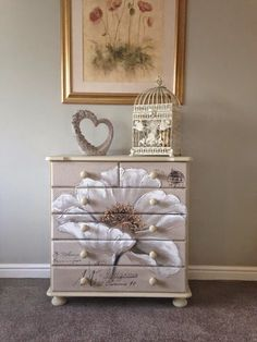 Lovely little dresser