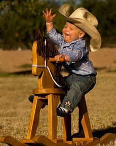 Cute little cowboy Cowboy Baby, Cowboy Girl, Little Cowboy, Little Boys, Precious Children, Beautiful Children, Beautiful Babies, Baby Pictures, Cute Pictures